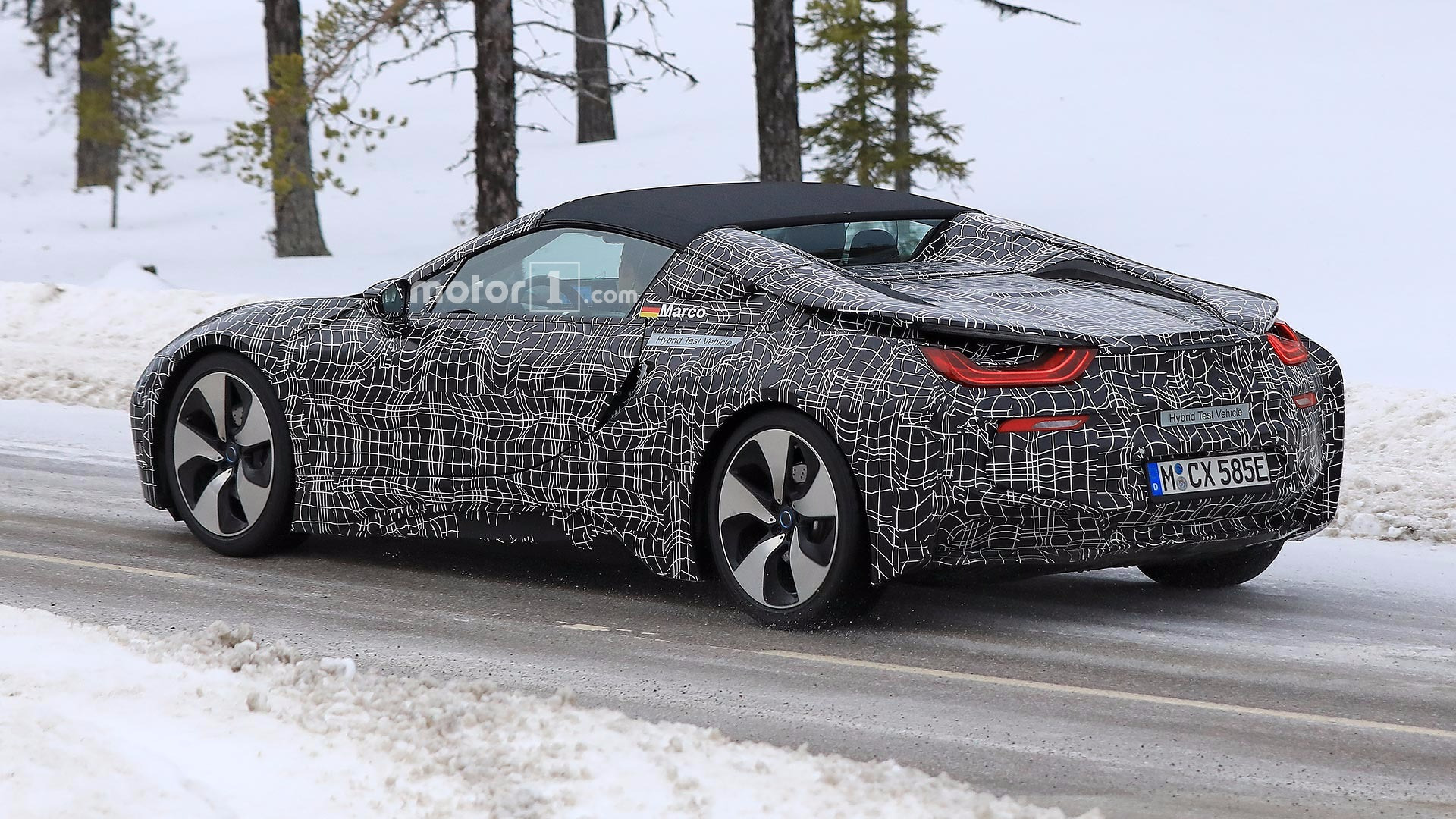 Sweden, BMW i8 Spyder spied with coupe in Sweden