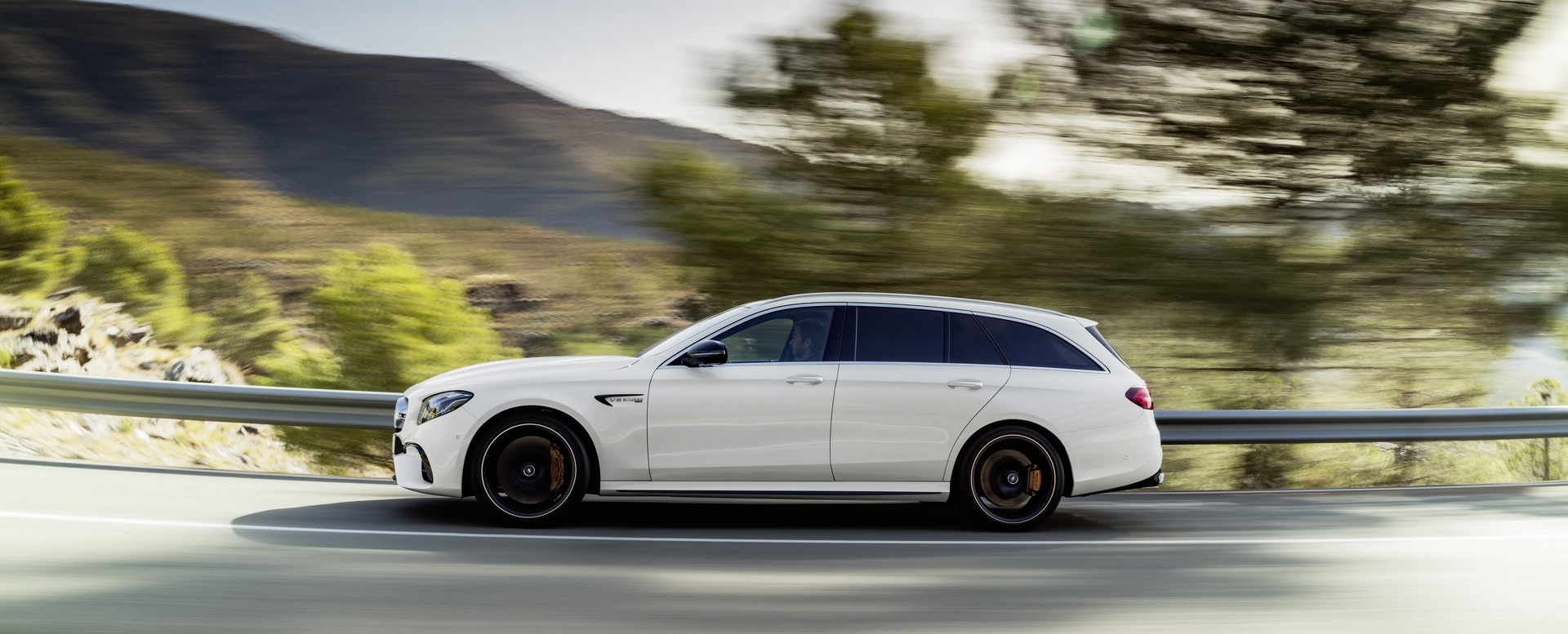 Watch The Mercedes-Amg E63 S Effortlessly Reach  249.4 km/h