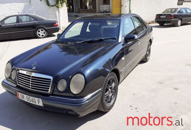 1998 Mercedes-Benz 250 in Durres, Albania