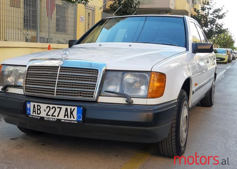 1988 Mercedes-Benz 200 in Fier, Albania